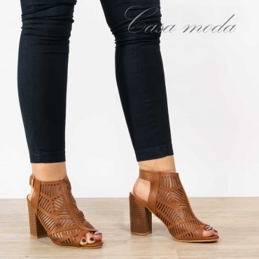 Sandali puntati traforati