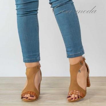 Sandali con aperture...